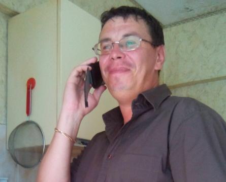 директор центра Дмитрий Павлов на горячей линии