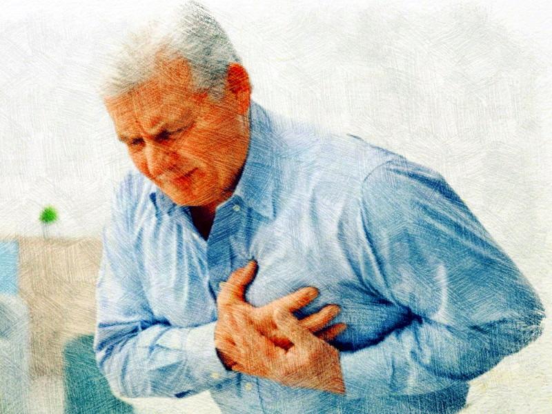 мужчина схватился за сердце